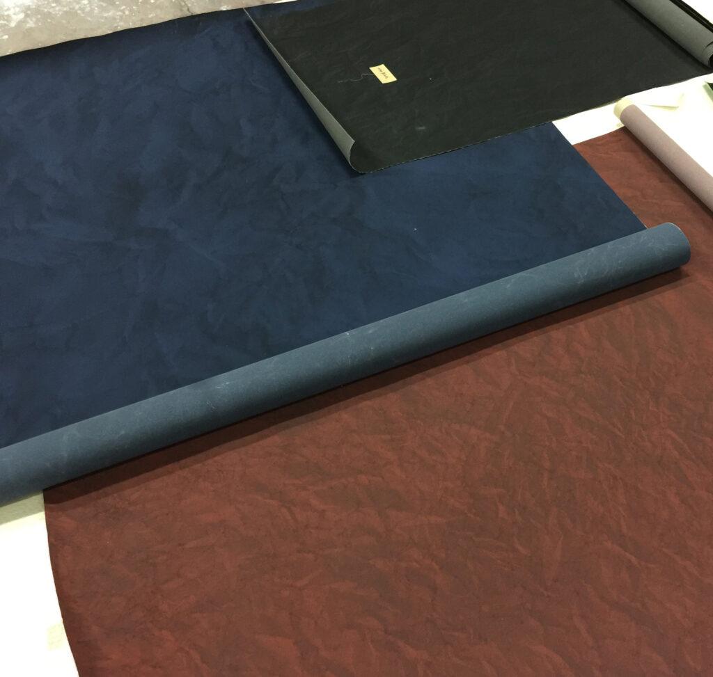 絞染め柄の色のバリエーションは 紺、ワインレッド、黒となります。